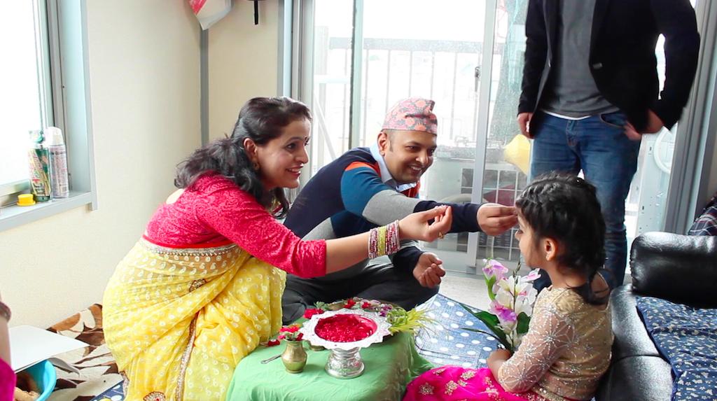 ネパールの祭りの日のビバスさんの自宅の様子